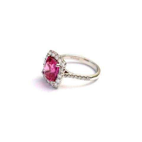 Natural Pink Sapphire 4.41 carats set in Platinum Ring with 1.05 carats Diamonds / GIA Report