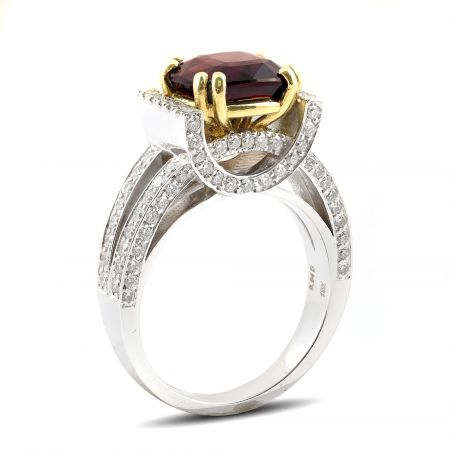 Natural Alexandrite 3.93 carats set in 18K White Gold Ring with 0.94 carats Diamonds