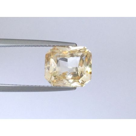 Natural Unheated Yellow Sapphire orange-yellow color octagonal shape 5.22 carats with GIA Report
