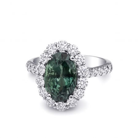 Natural Alexandrite with excellent color change 4.62 carats set in Platinum Ring with Diamonds / GIA Report